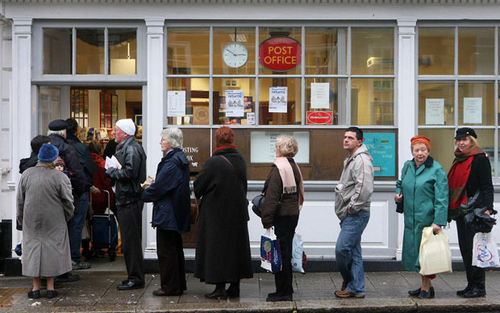 Post Office launches offensive on banking industry Post Office Money aims to exploit 11,500-strong b