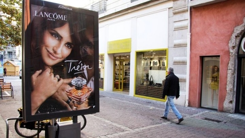 Grenoble replaces ourdoor advertisements with trees