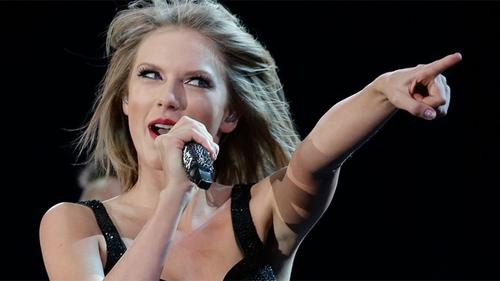Taylor Swift makes 'Swiftmas' trademark bid