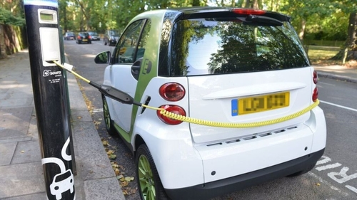 Electric cars set to get road priority in clean air zones