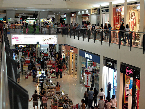 Number of retail shops continues to fall