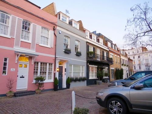 Period mews in London; Picturesque and practical
