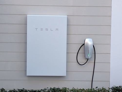 Tesla quietly halts sales of its DC Powerwall 2 outside US