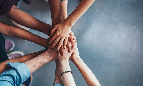 3 UNIQUE WAYS TO BUILD TEAM SPIRIT
