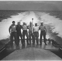 Image of 1985.0019.2 - B&W photograph of 5 sailors on stern of C-18363 - Vero Beach, FL