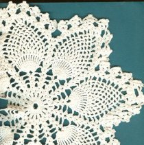 Image of 2008-029.041a-b - Crocheted Doilies, Harshman family Fall City