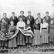 Image of 2008-031.011 - Fall City White School classes, 1900