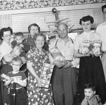 Image of 2009-012.FAM019 - Stow family holiday photo, Fall City c1955