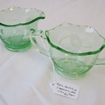 Image of 2011-006.AK249a,b - Sugar bowl, creamer, Artie Kelley, Fall City