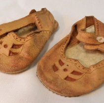 Image of 2011-006.JEK299 - Baby shoes, Jack Kelley, Fall City