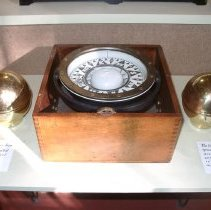 Image of 1969.002.001a,b - Compass