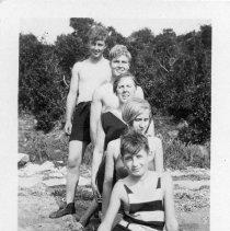 Image of P1982C.021 - Sports, Swimming