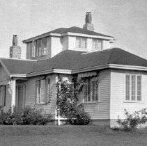 Image of P2004M.299 - Buttrick house (Plat 10, 16 Ledge Rd: J Buttrick cottage, built 1924)