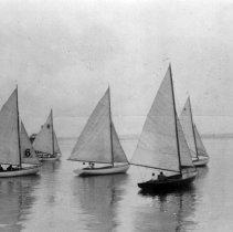 Image of P2004M.258 - 5 Sailboats (Ships & Boats, Sail: Sailboat Race)
