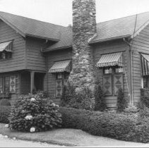 Image of P2004M.420 - Wadleigh Done (Plat 8, Conanicus Ave: M Wadleigh house, moved 1942 to 74 Bay View Dr.)