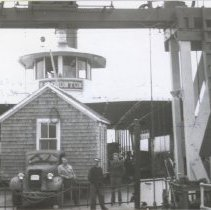 Image of P2016.018.011 - Small house being transported by Ferry Hammonton to Jamestown