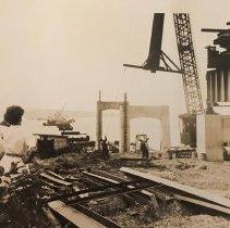 Image of P2017.103.019 - Building of the Jamestown Bridge