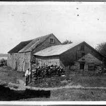 Image of P1921.014 - Barn and shed on Hazard Farm