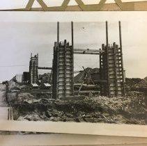 Image of P2017.025.004 - Construction of the Jamestown Bridge