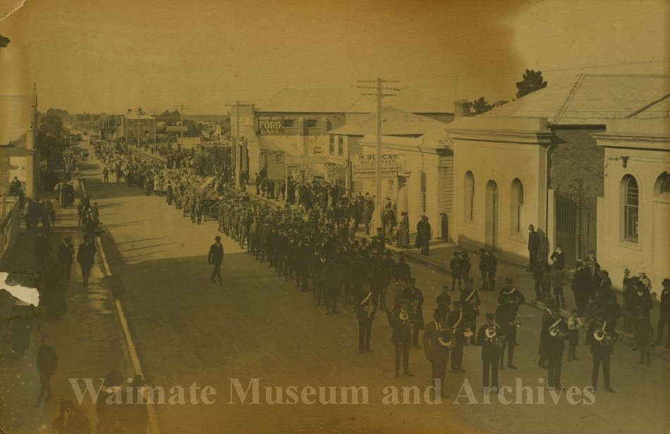 Peace Celebrations WWI - parade High Street - Waimate Museum and Archives