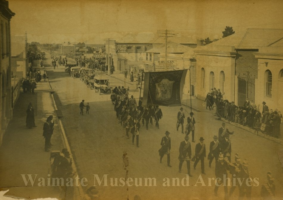 Peace Celebrations WWI - procession High Street - Waimate Museum and Archives
