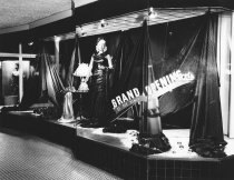 Image of Norris' Yardage window display, 1949
