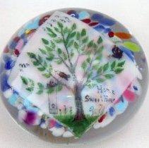 Image of Degenhart's Crystal Art Glass paperweight.