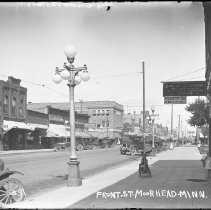 Image of FW_01278 - Front Street between Fourth and Fifth Streets, Moorhead, 1923