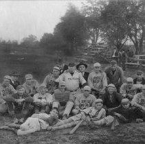 Image of Baseball Team - 2005.279.19
