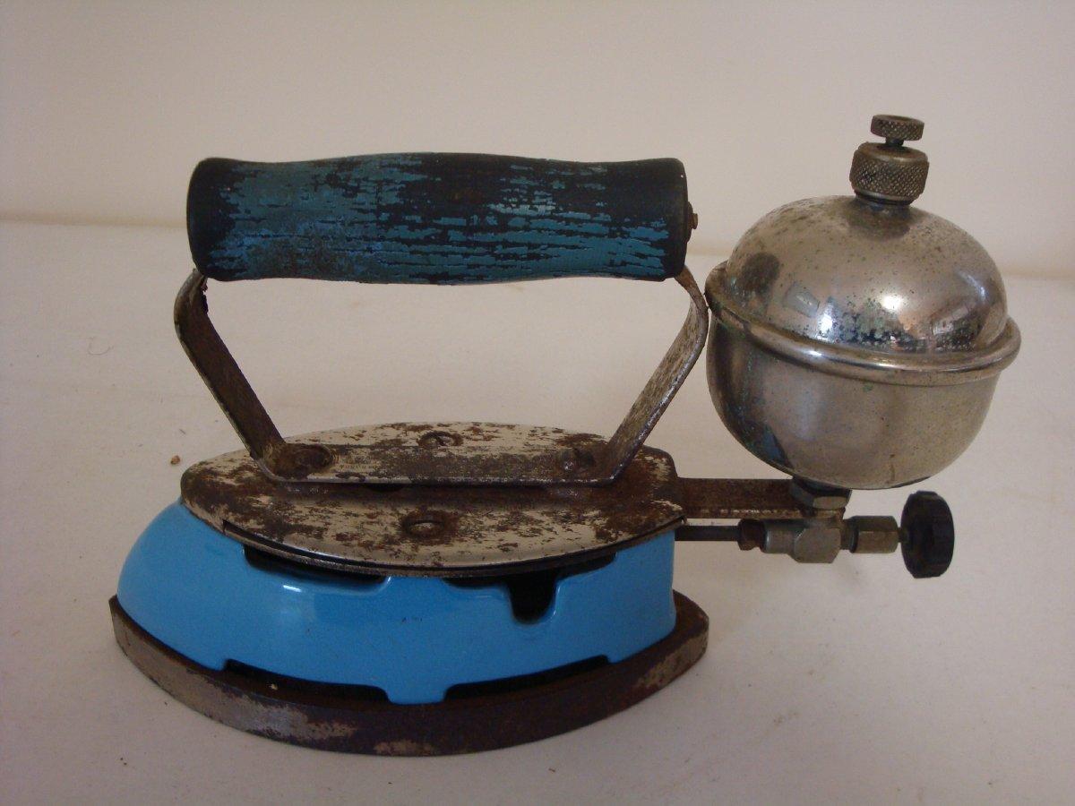 Coleman's Instant-Lite Model 4A gas iron