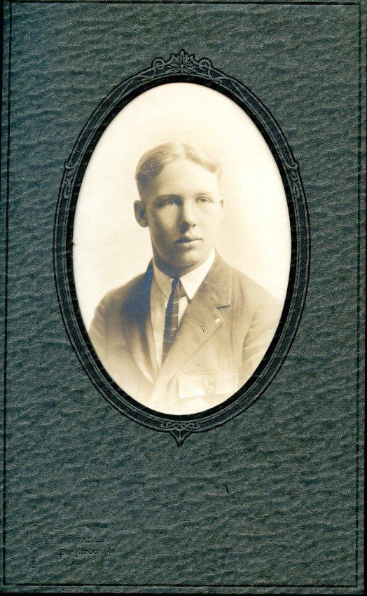 Robbins, Henry Kenneth Pemetic senior photo, 1926