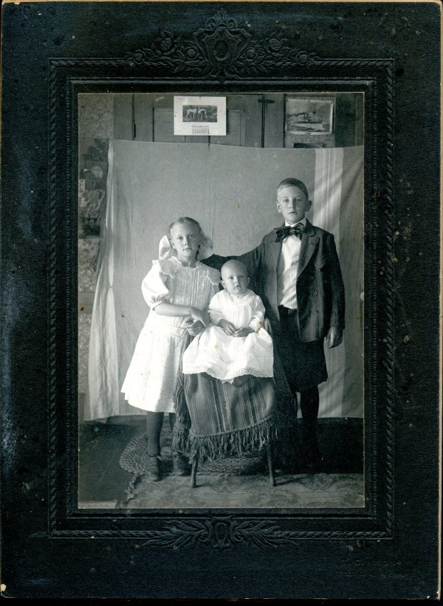 Moore children, Ruth, Harvey and Esther, formal photo
