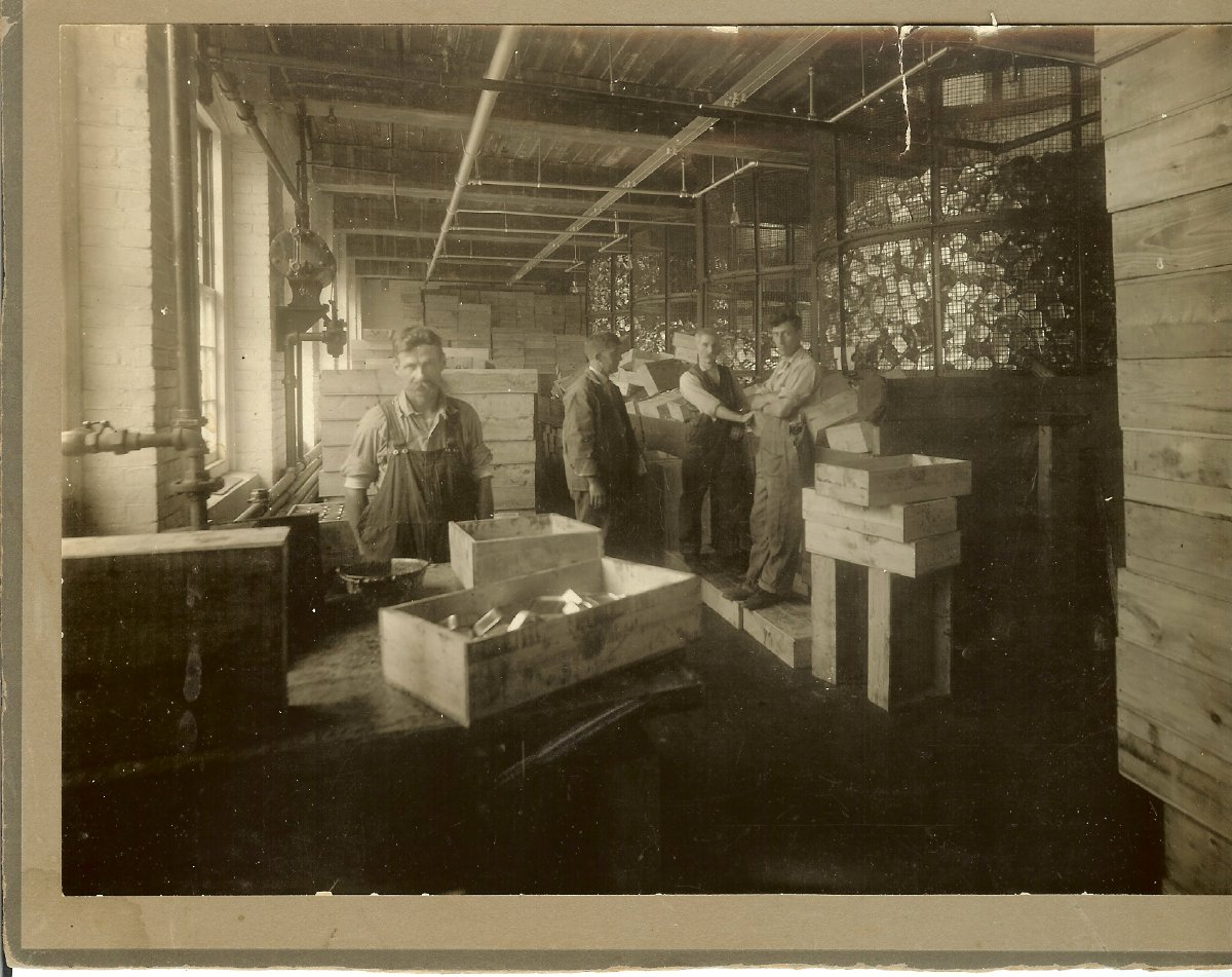 1915 Underwood canning workers