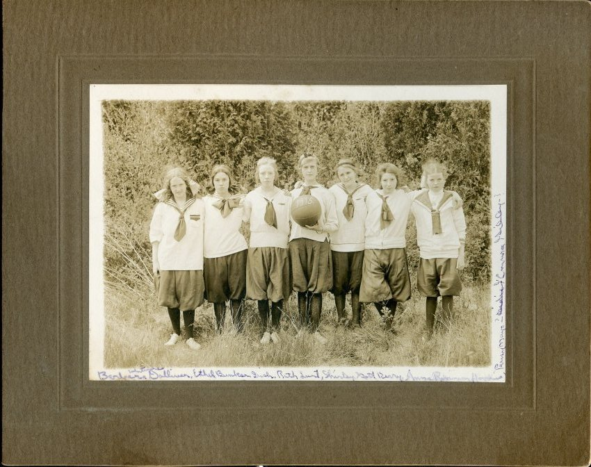 1915 girls basketball team