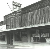 Image of Johnnie's Food Center after it closed -