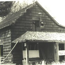 Image of Old House on Front Street - Harriet Fish Collection