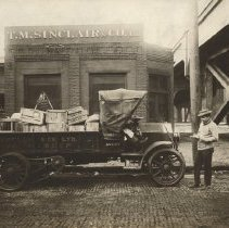 Image of T.M. Sinclair & Co., car, Early 1900s