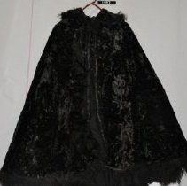 """Image of 1497 Cape, """"burka"""" from Caucasus, Black crushed velvet, front"""
