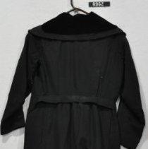 Image of 8962 Coat, Black poplin coat, back