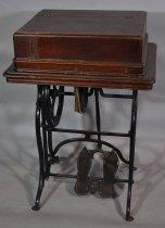 Image of 00240 Sewing Machine