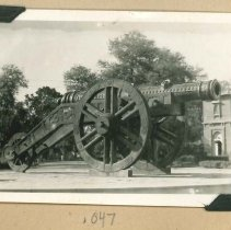 Image of Print, Photographic - Unidentified Cannon Monument