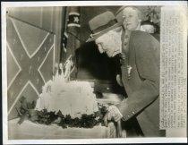 Image of Copy Print - James Reid Jones celebrates his 99th birthday