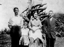 Image of Samuel M. Sharp Family - Willennar Genealogy Center Photo Collection