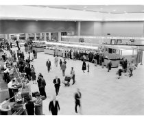 Image of 2015.001.01875.1 - Inside the Passenger Terminal at San Francisco International Airport (SFO), 1961