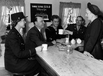Image of 1970.039B.005 - Bill Kyne Has Coffee with Soldiers at the Three Cities USO Canteen in San Mateo
