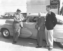 Image of 2015.001.00538.1 - Dan Love, Alan Hatch, and Other City Officials with Cadillac, August 1948