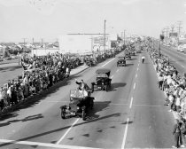 Image of 2015.001.02531.44 - Daly City Parade on Mission Street, 1961