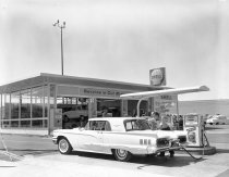 Image of 2015.001.03758.2 - Full Service Shell Gas Station on 20th and El Camino Real in San Mateo, 1962