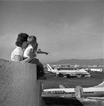 Image of 2015.001.03805.8 - Observation Deck at San Francisco International Airport, November 1962