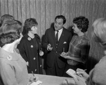 Image of 2015.001.04036.2 - Danny Thomas with Volunteers in San Mateo, February 1963